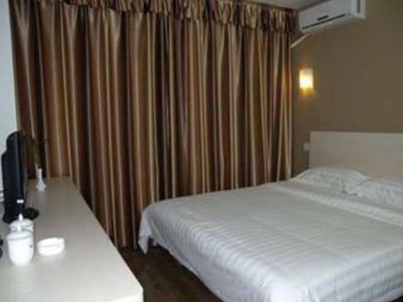 GreenTree Inn Anhui Fuyang Railway Station W XianGYAng Road Business Hotel, Fuyang