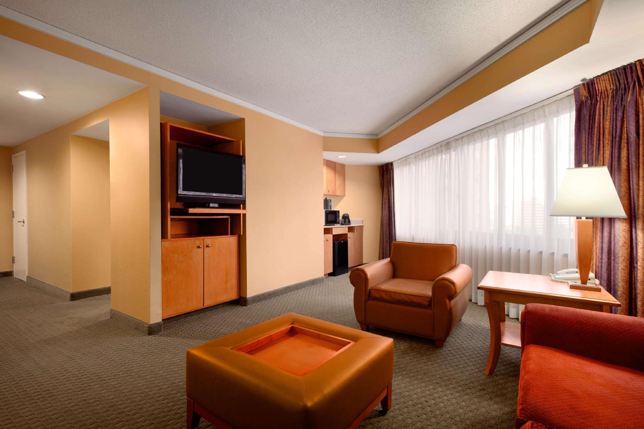 Embassy Suites by Hilton Crystal City National Airport, Arlington