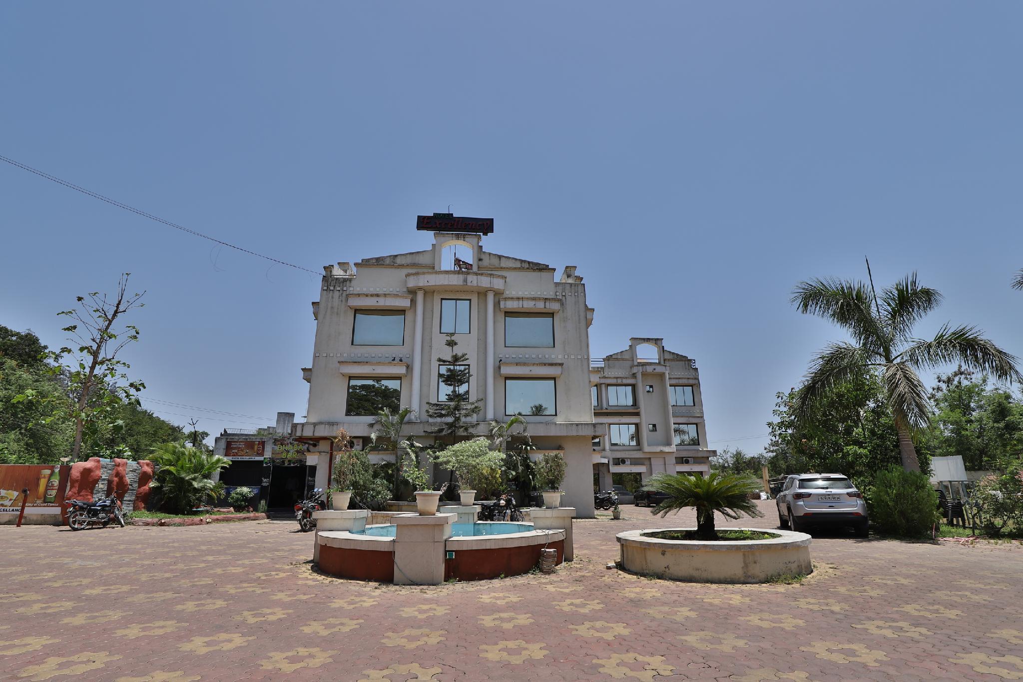 OYO 40017 Hotel Excellency, Valsad