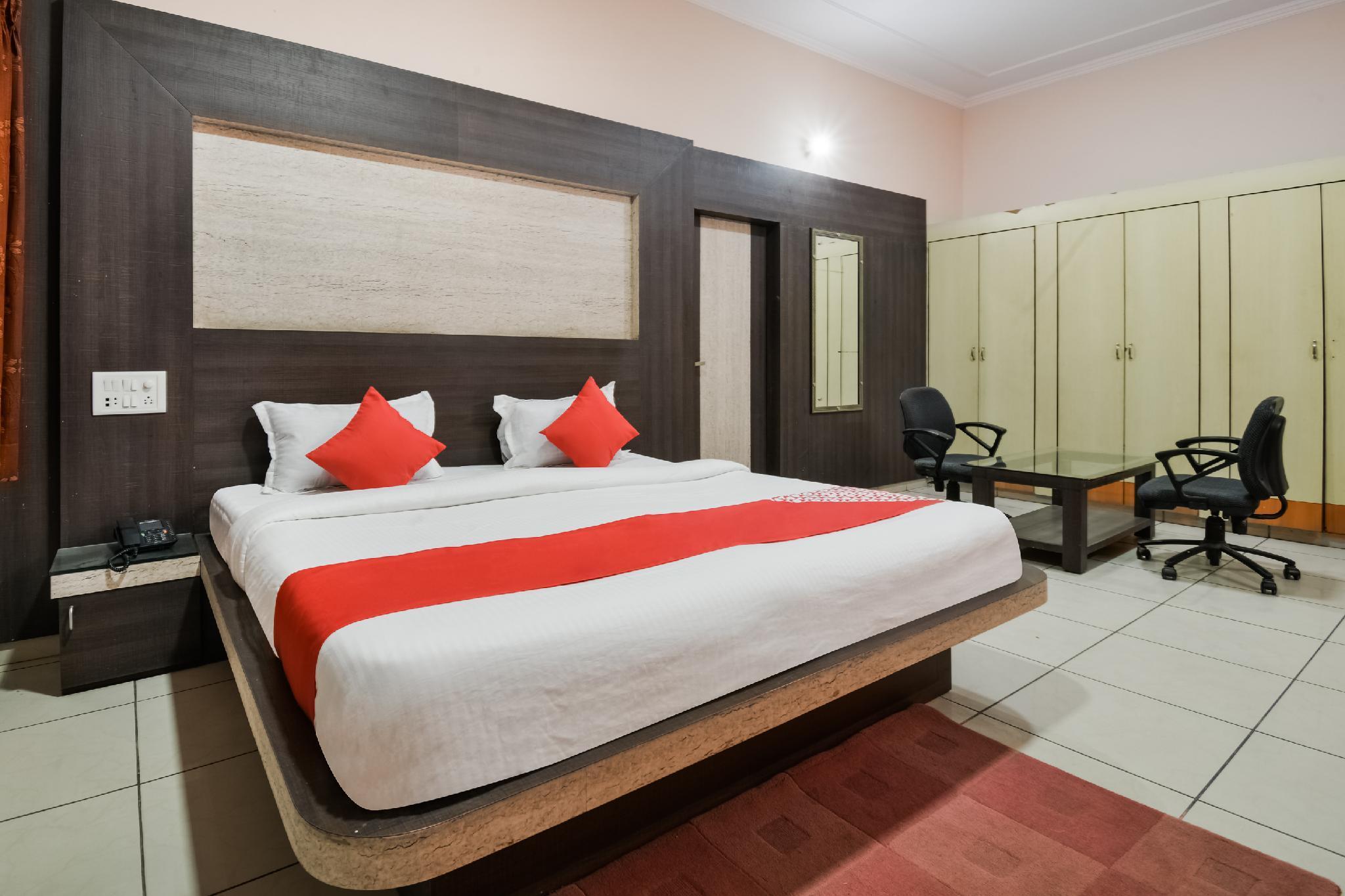 OYO 40935 Vishwakarma Hotel And Restaurant, Sikar