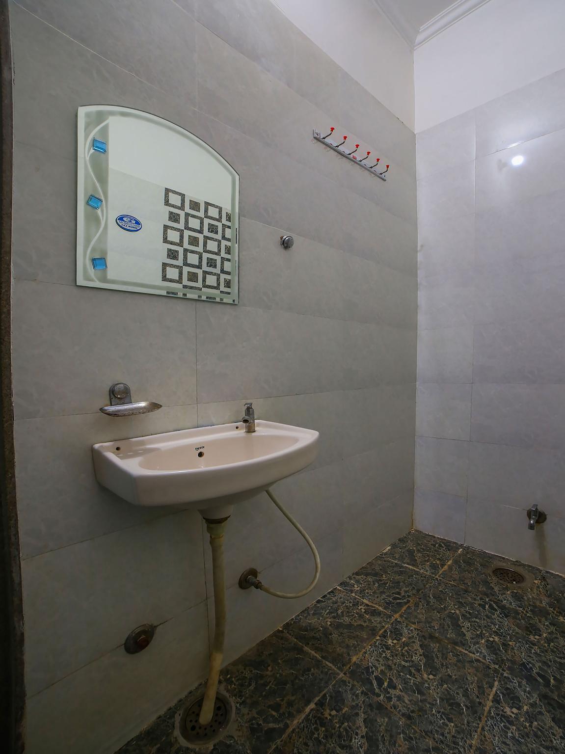 SPOT ON 42125 Hotel Raghu Palace, Sikar