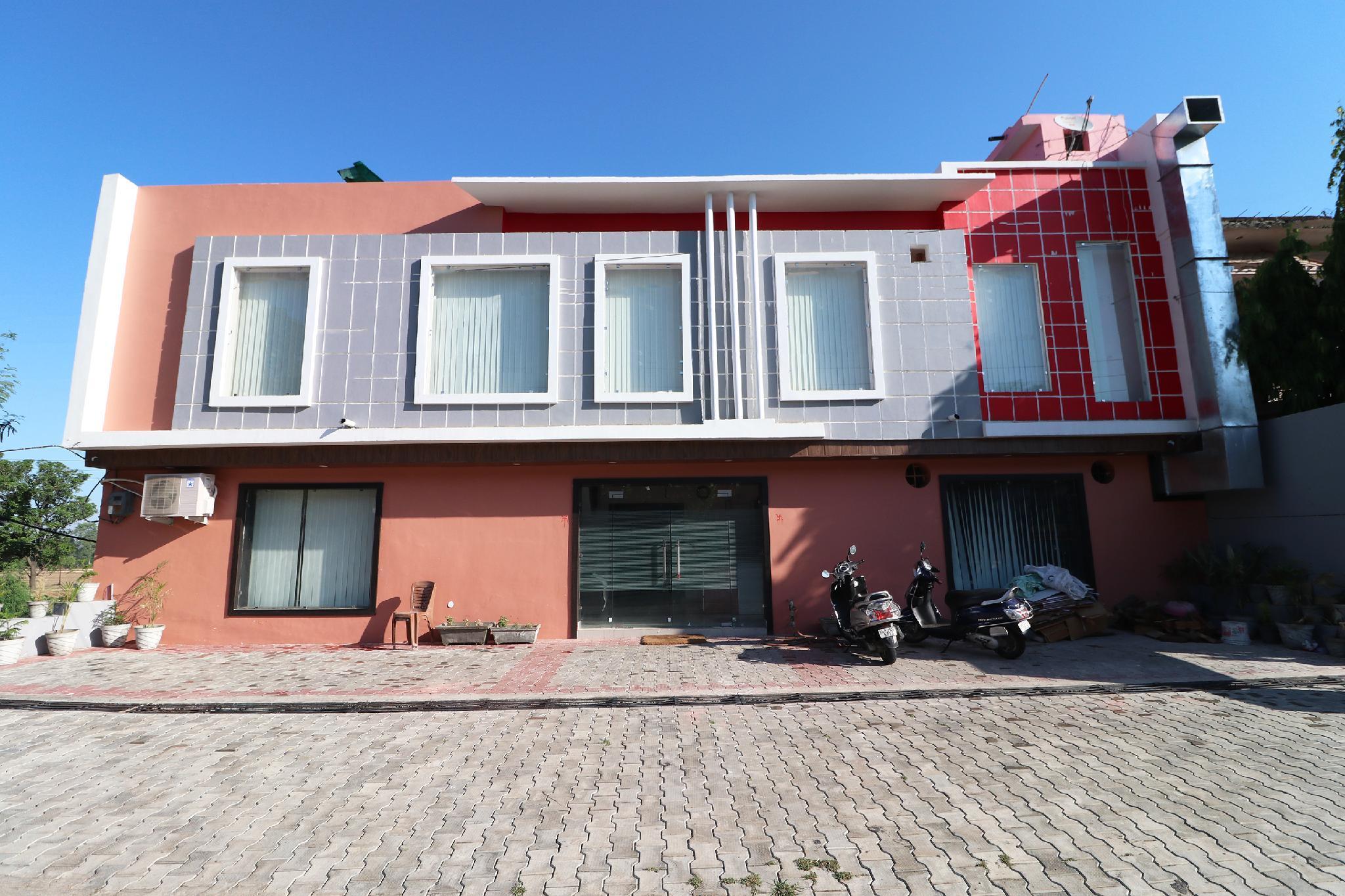 OYO 40404 Hotel cs & Restaurant, Pathankot