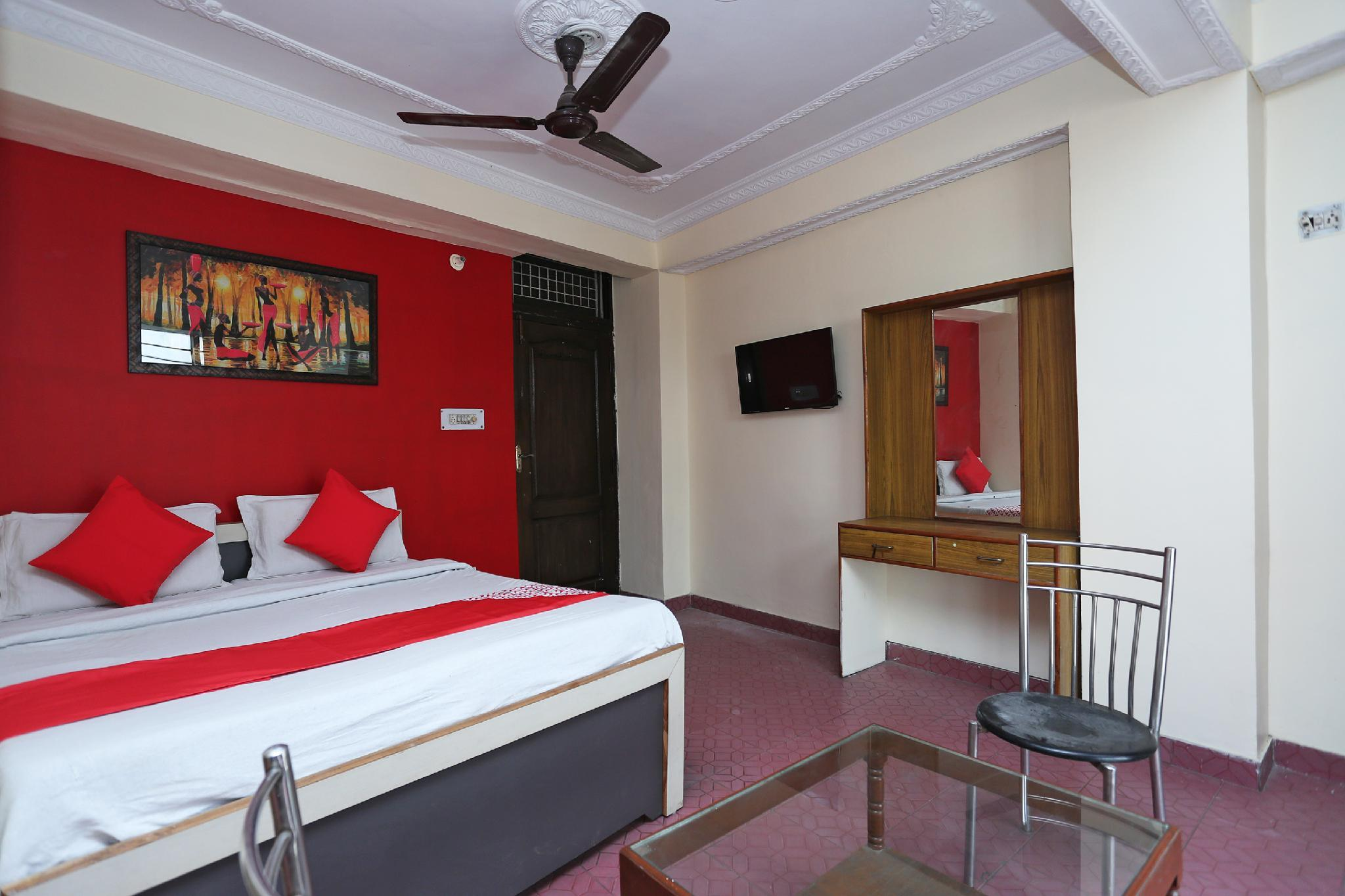OYO 39830 Hotel Esquire, Meerut