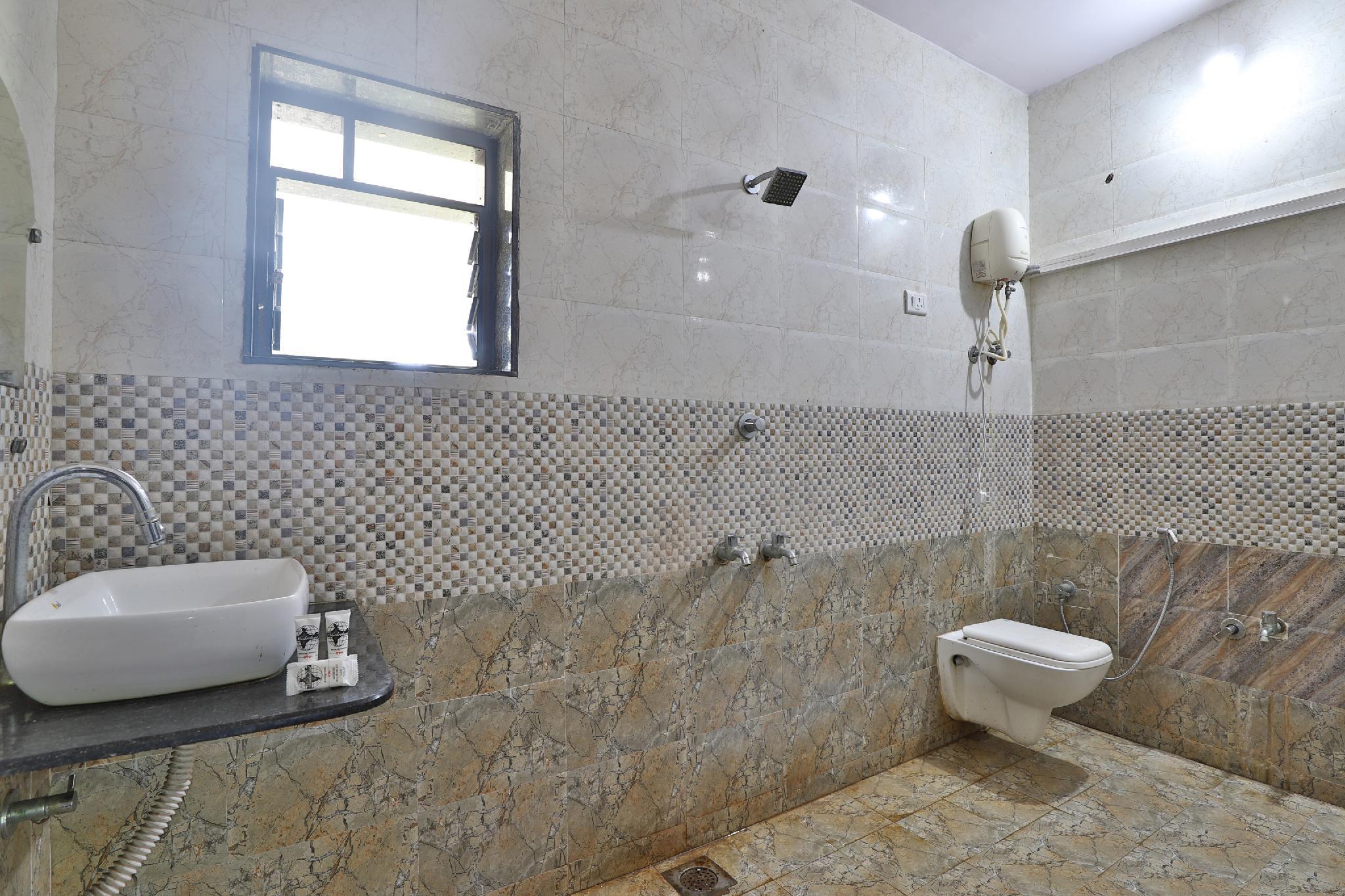 OYO 39833 Hotel Star Villa, Daman