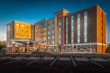 塔拉哈西首都汉普顿套房酒店-大学