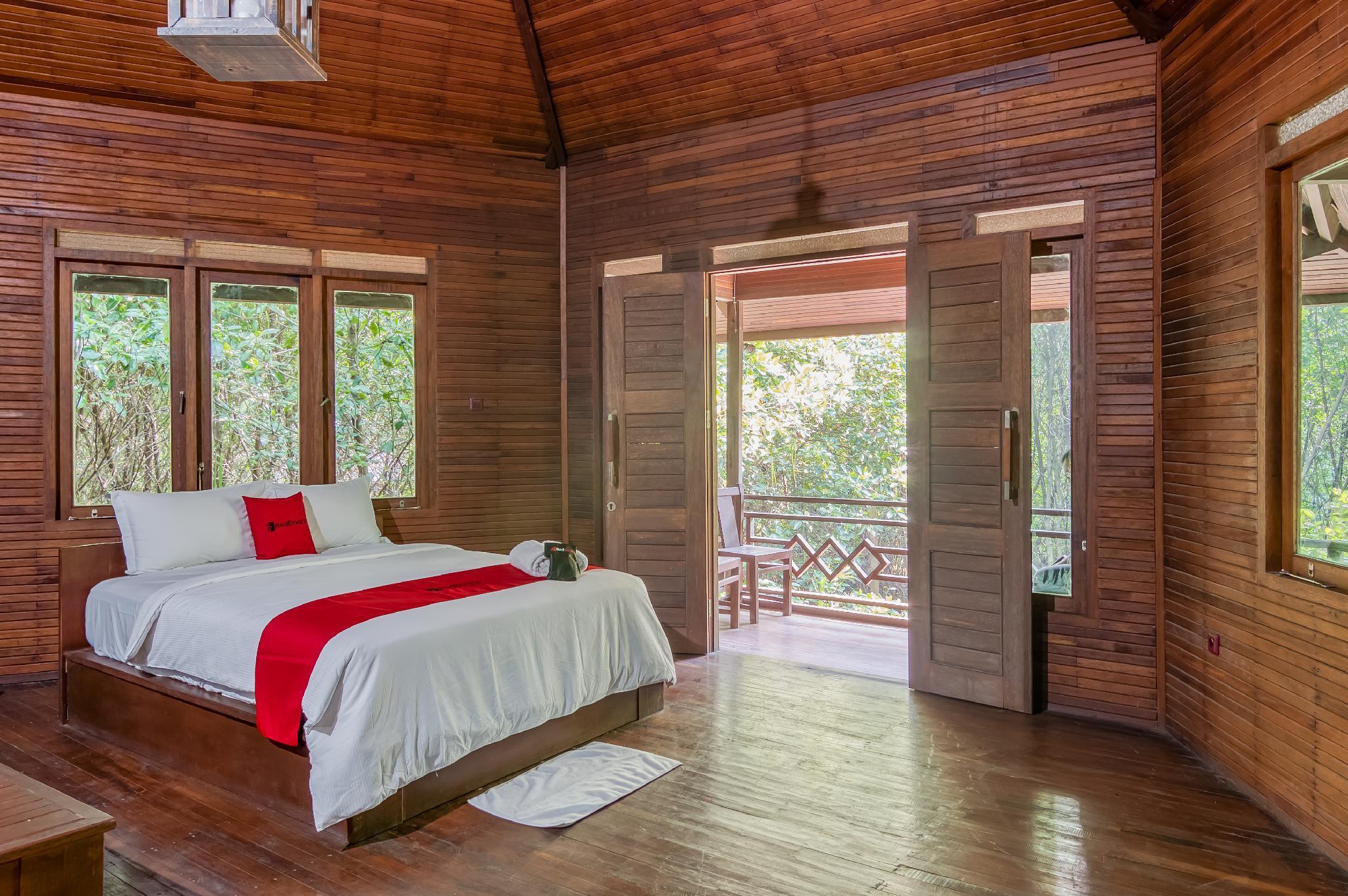 RedDoorz Resort @ Taman Wisata Mangrove
