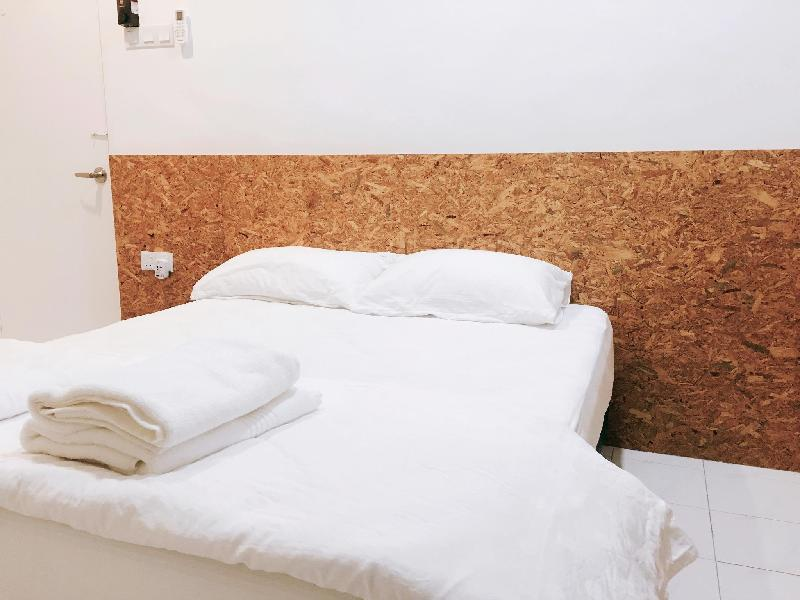 Haus_22 (King Bed for 2 with Private Bathroom)