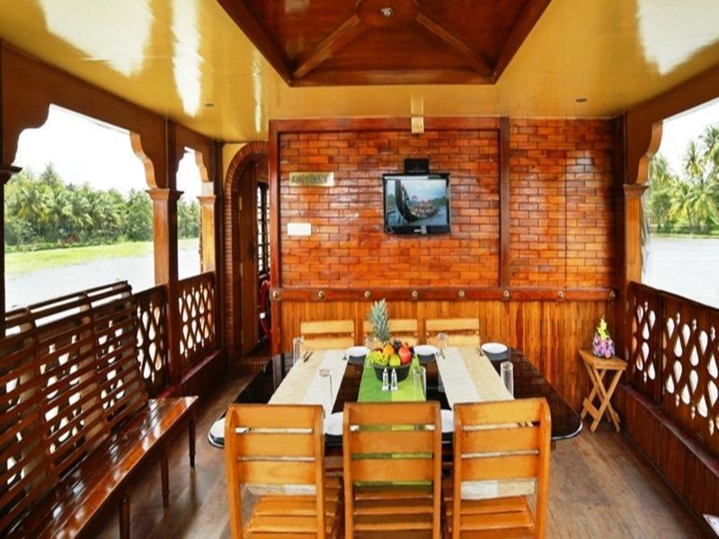 Rudra Houseboats, Kottayam