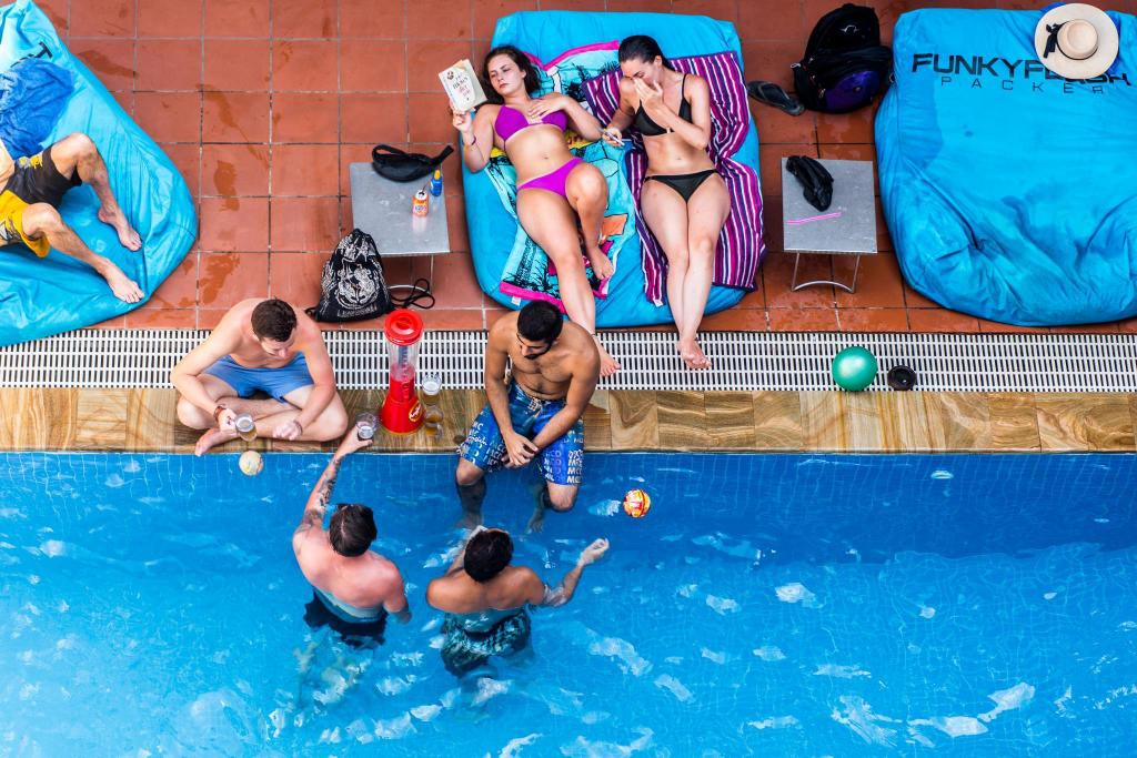 Best Price on Funky Flashpacker Hostel in Siem Reap + Reviews!