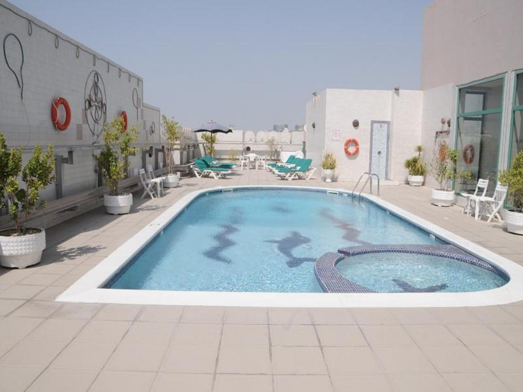 Best price on pearl residence hotel apartments in dubai for Hotel apartments in dubai