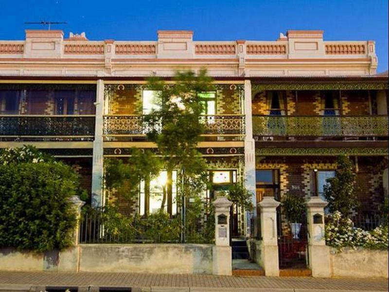 207 on High Accommodation, Fremantle