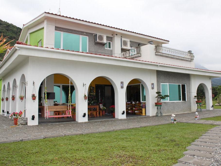 Jen Ti Rainbow House
