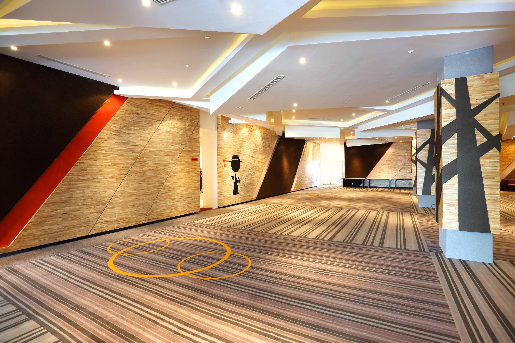 Harris Hotel & Conventions Gubeng