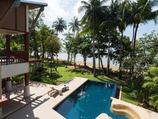 Amatapura Beachfront Villa 15