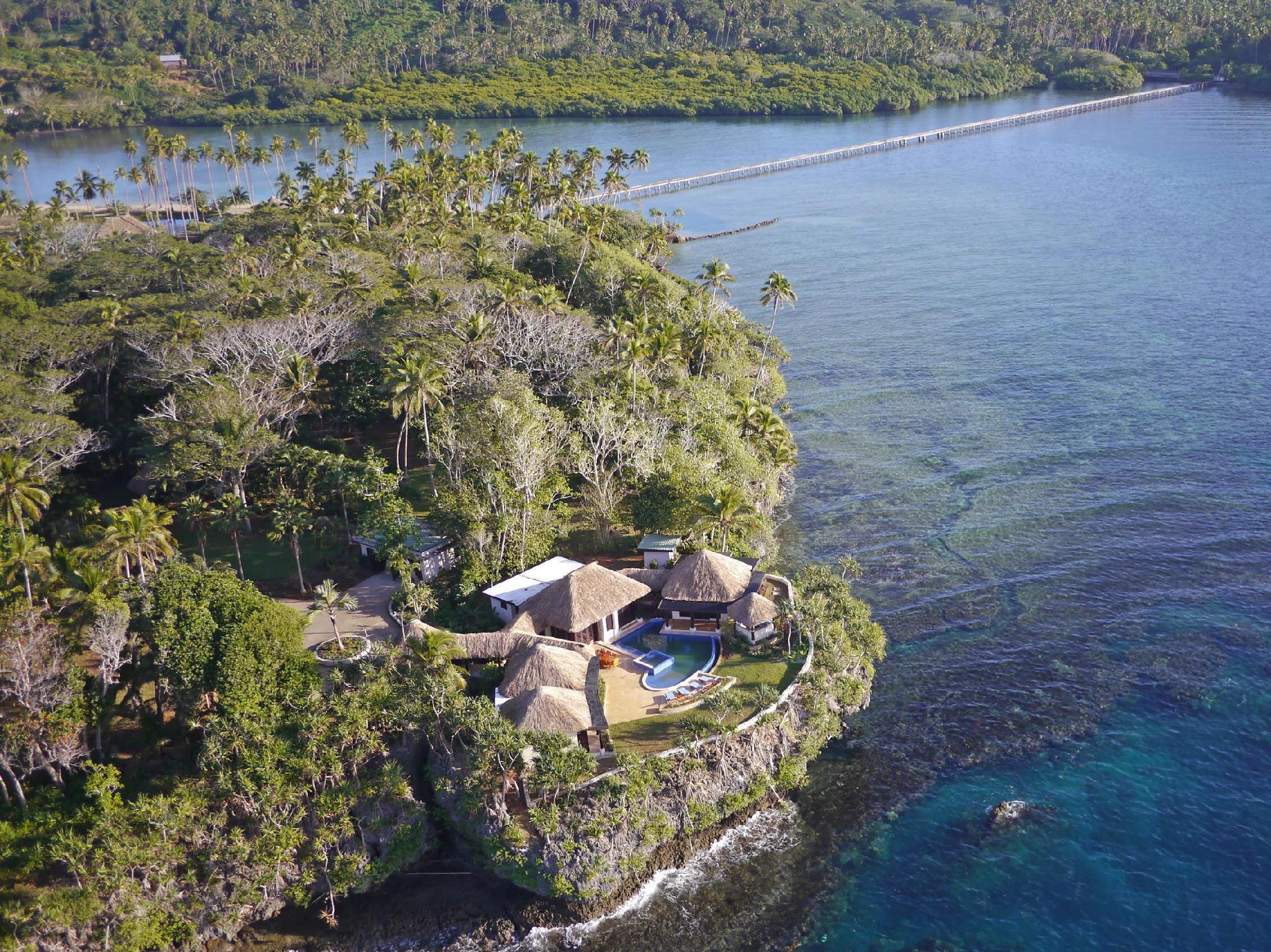 Wavi Island & oceanfront Villa with infinity pool