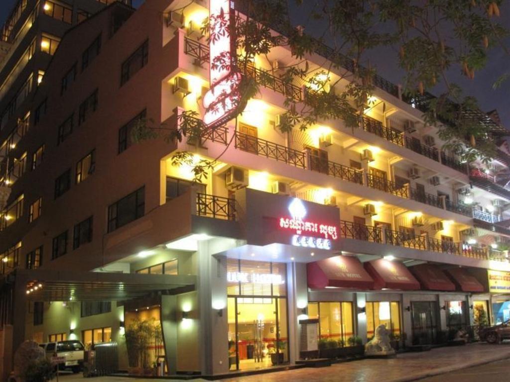 Kết quả hình ảnh cho Lux Riverside Hotel Phnôm Pênh