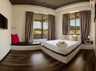 Roomies Suites