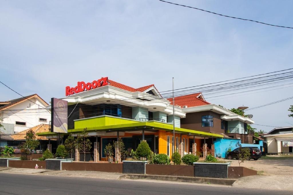 RedDoorz near RS RK Charitas Palembang