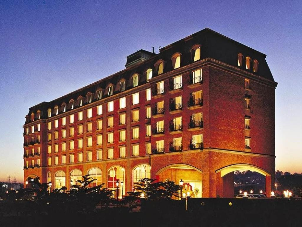 Best price on hotel royal orchid bangalore in bangalore for Hotel royal