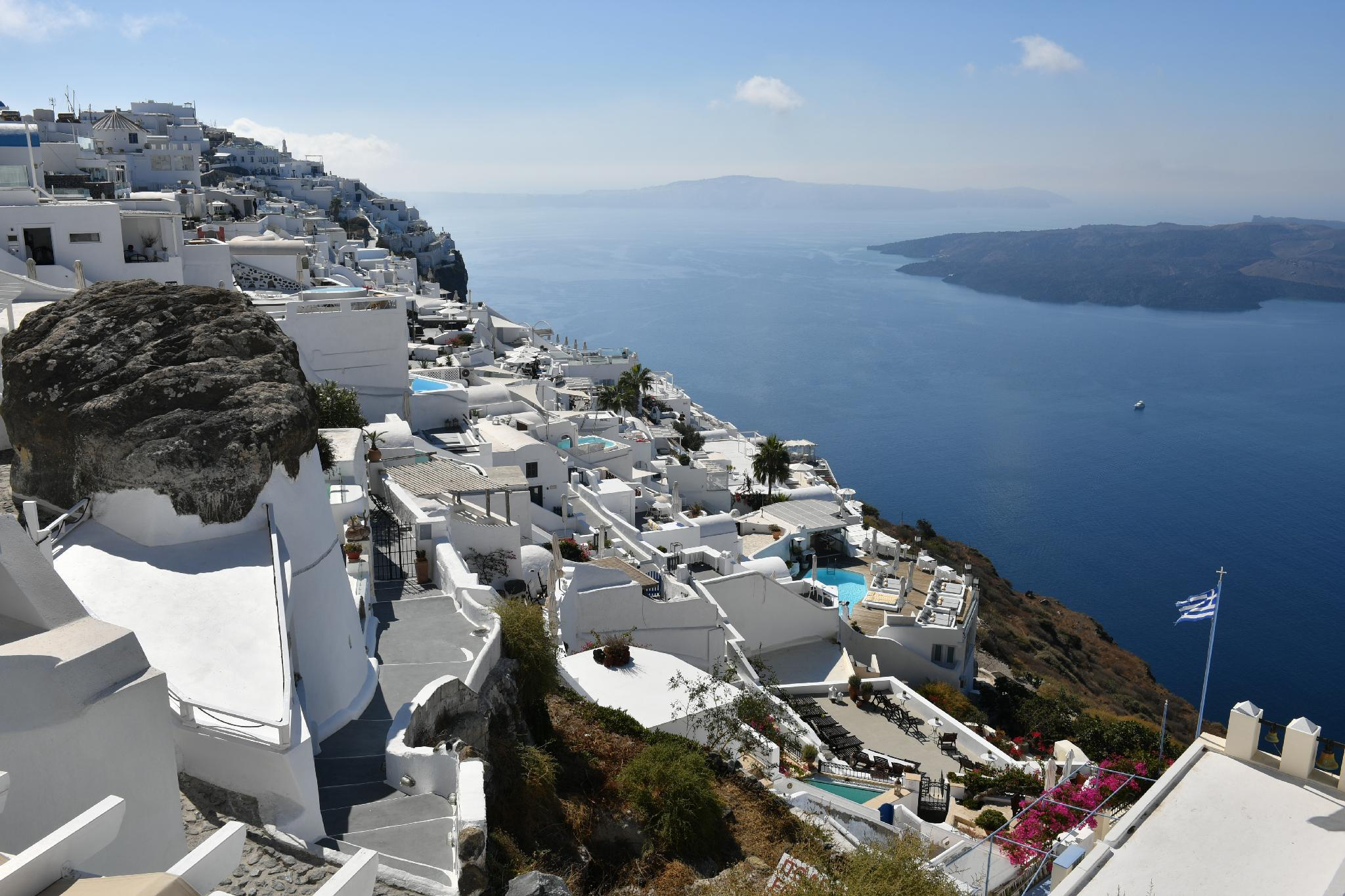 Best Hotels in Santorini : Caveland