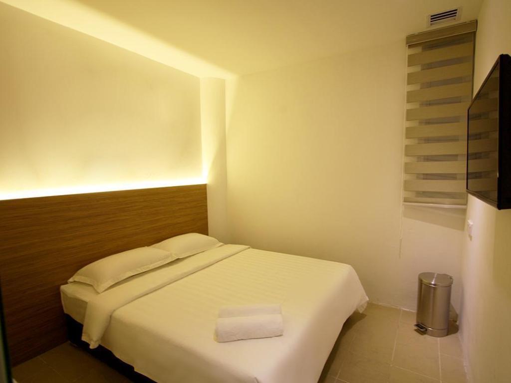Review Hotel Place2Stay @ Kenyalang Kuching Sarawak. Hotel ini terletak dalam jarak 5 minit pemanduan dari pusat bandar Kuching, 10 minit memandu ke Lapangan Terbang Antarabangsa Kuching.