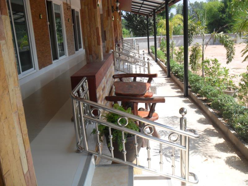 Maneerat Resort, Tha Tum