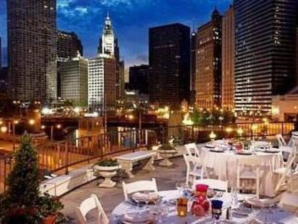Best price on renaissance chicago downtown hotel in for Hotels 60657