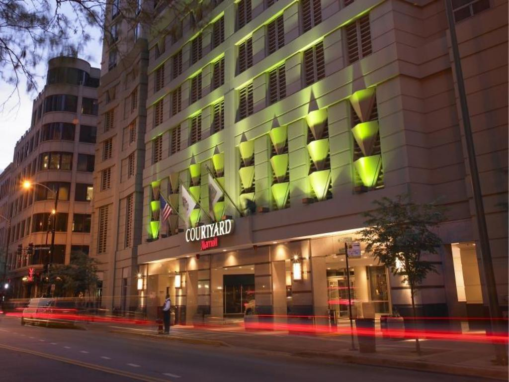 Best price on courtyard by marriott chicago downtown river for Best hotel chicago downtown
