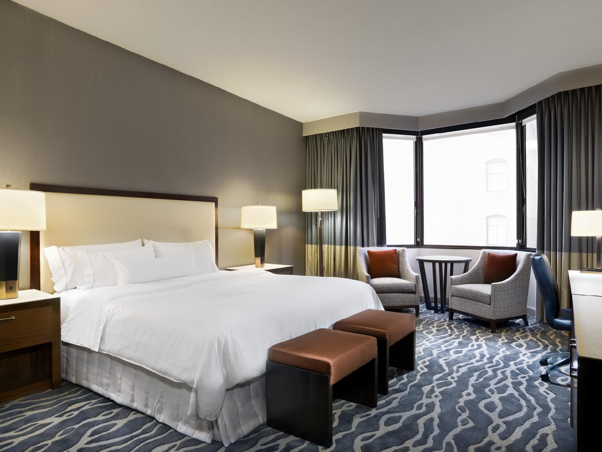 Deluxe, Guest room, 1 King, Limited view, Tower