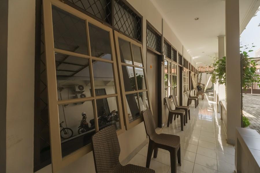 RedDoorz@ Cangkring street Cirebon
