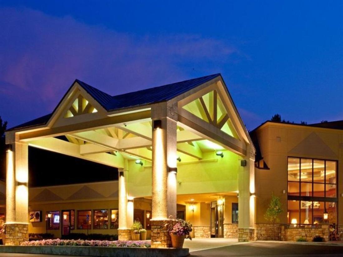 Book Holiday Inn Resort Lake George Turf Lake George (NY