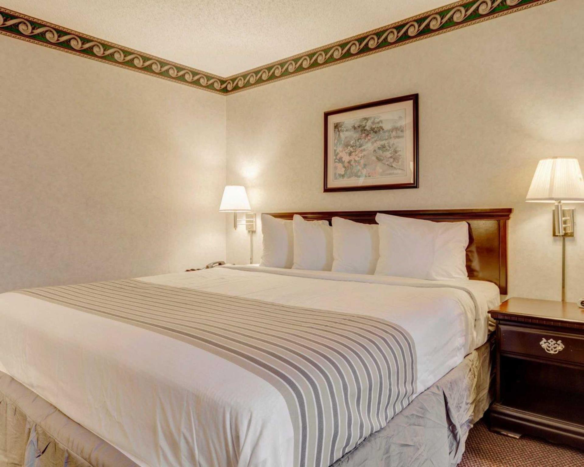 Econo Lodge Inn & Suites, El Paso