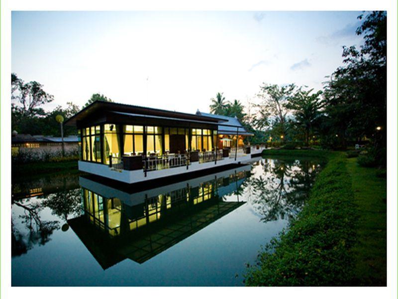 Young Coconut Garden Home Resort, Amphawa