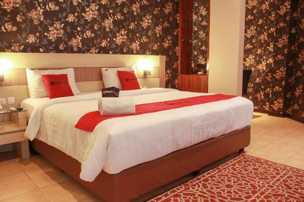 Fasilitas kamar RedDoorz Premium near Bandung Station