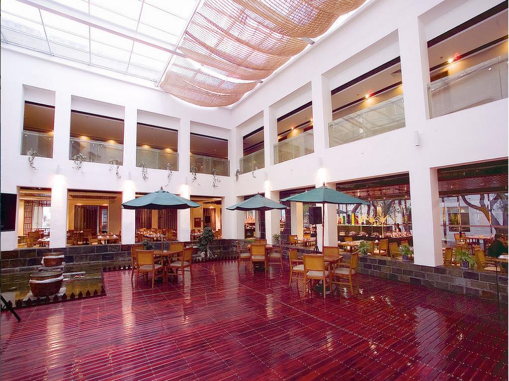 Best price on jardin secret hotel in lhasa reviews for Jardin secret