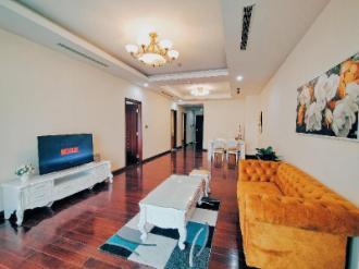 PINKY HOUSE - Luxury Apartmetn  Royal City