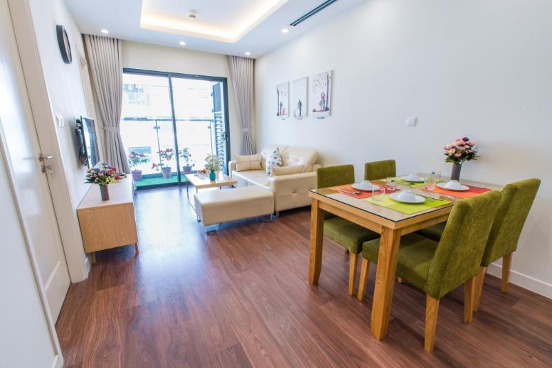 Deluxe 2BR Apartment - Lily Hometel Imperia Garden