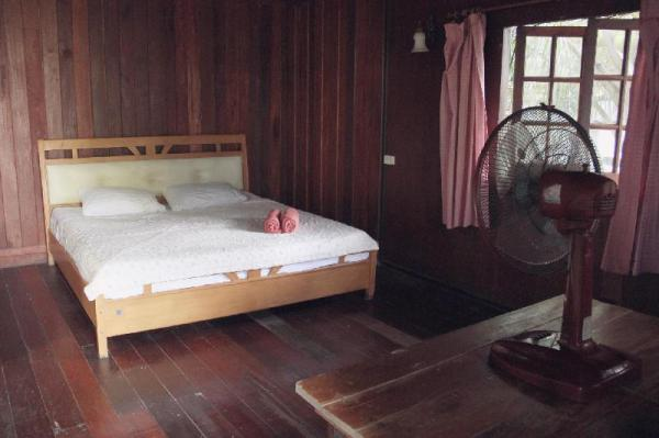 Charming house with AC next to the beach Koh Phangan