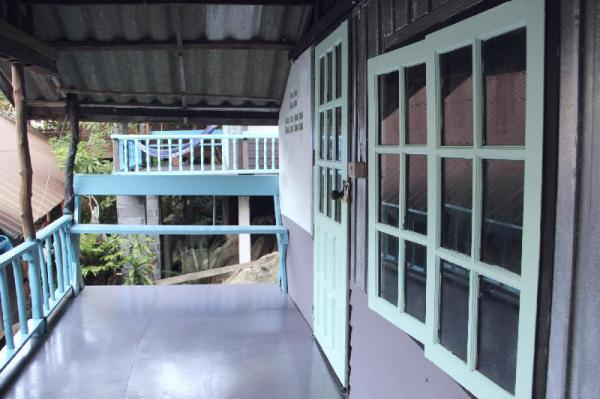 Small house with twin beds next to coworking space Koh Phangan