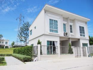 New English style townhome in Sriracha - Chonburi
