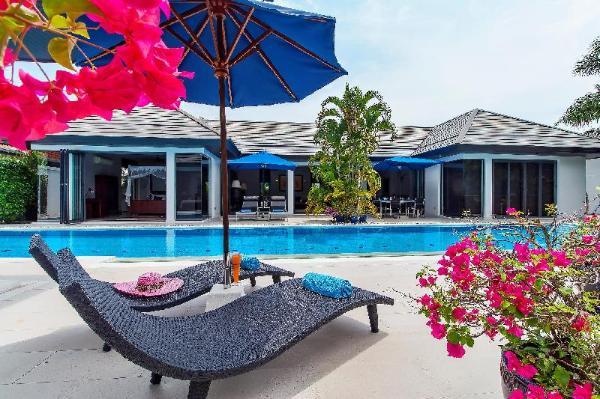 Spectacular 4-bedroom luxury villa, 20m salt pool Phuket