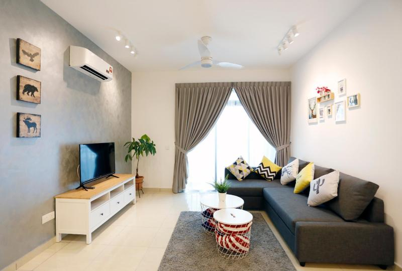 Luxury apartment at Bukit Indah 8pax * 1708