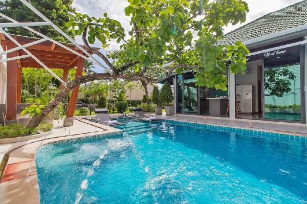 Bee Villa, luxury 4 bedroom Villa with privet pool Pattaya