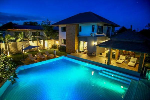 Moin Skyline Poolside Villa-No.17 Chiang Mai