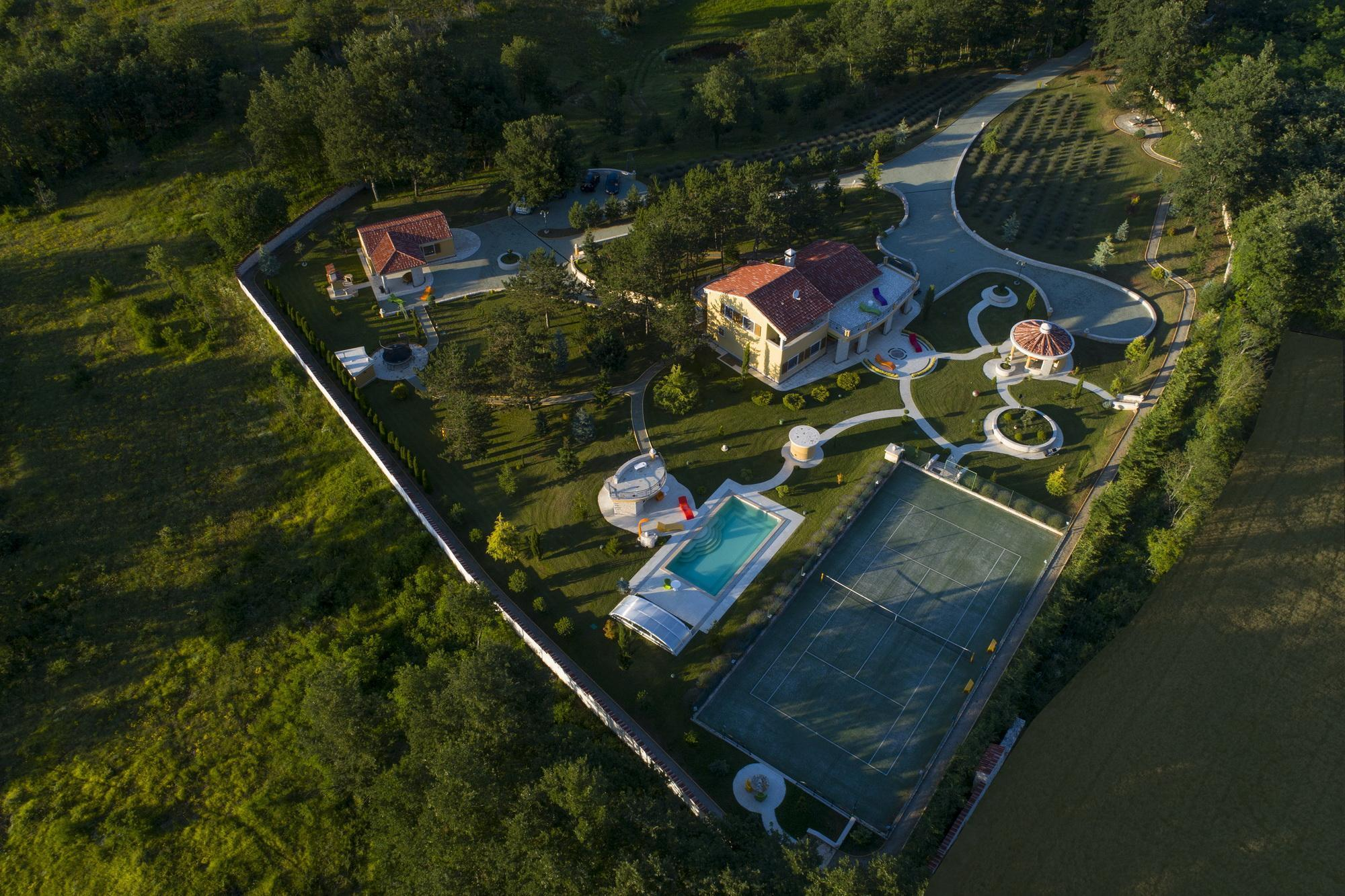 Monte Pin Estate, 50000m2 + free Speleo adventure