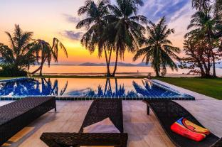 Absolute beachfront villa on Khao Khad beach - Phuket