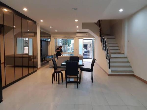 Townhome for rent - 5 mins walk to Skytrain & Mall Bangkok