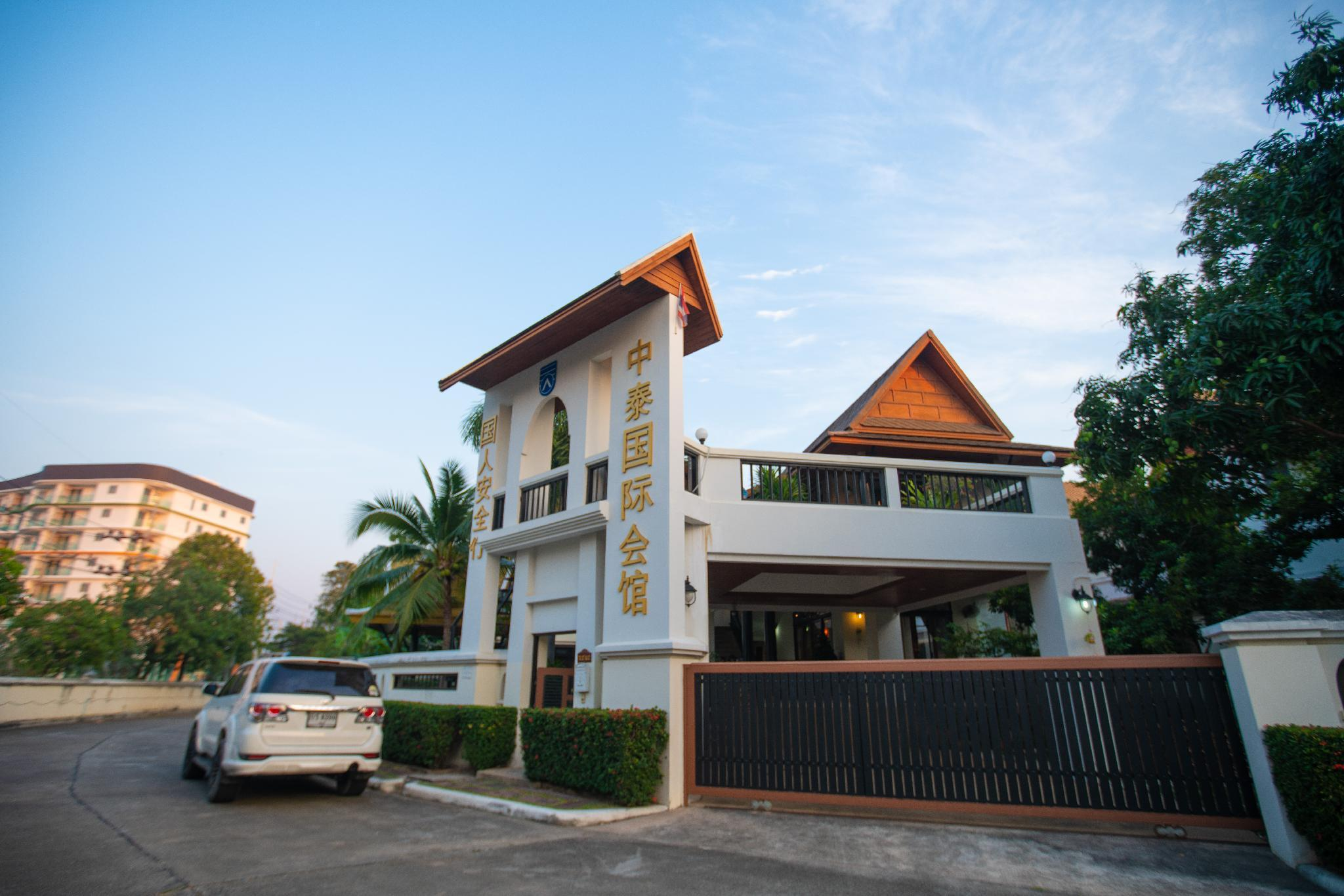 Private Pool Luxury Villa in Downtown Pattaya