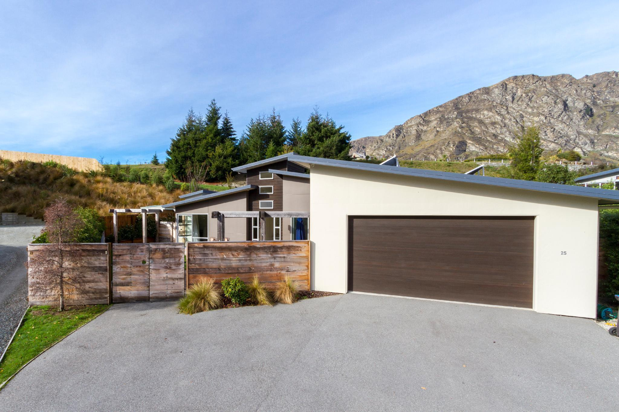 Queenstown Luxury 5 Bedroom Home