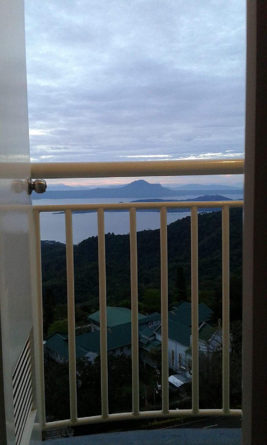 Romantic Taal view apartment